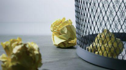 rubbish paper exclusion leaving out papelera papeles exclusión marginación pattumiera carta