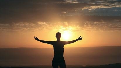 dawn daybreak sunrise sunup morning sun person open horizonte amanecer alba persona mañana mattina