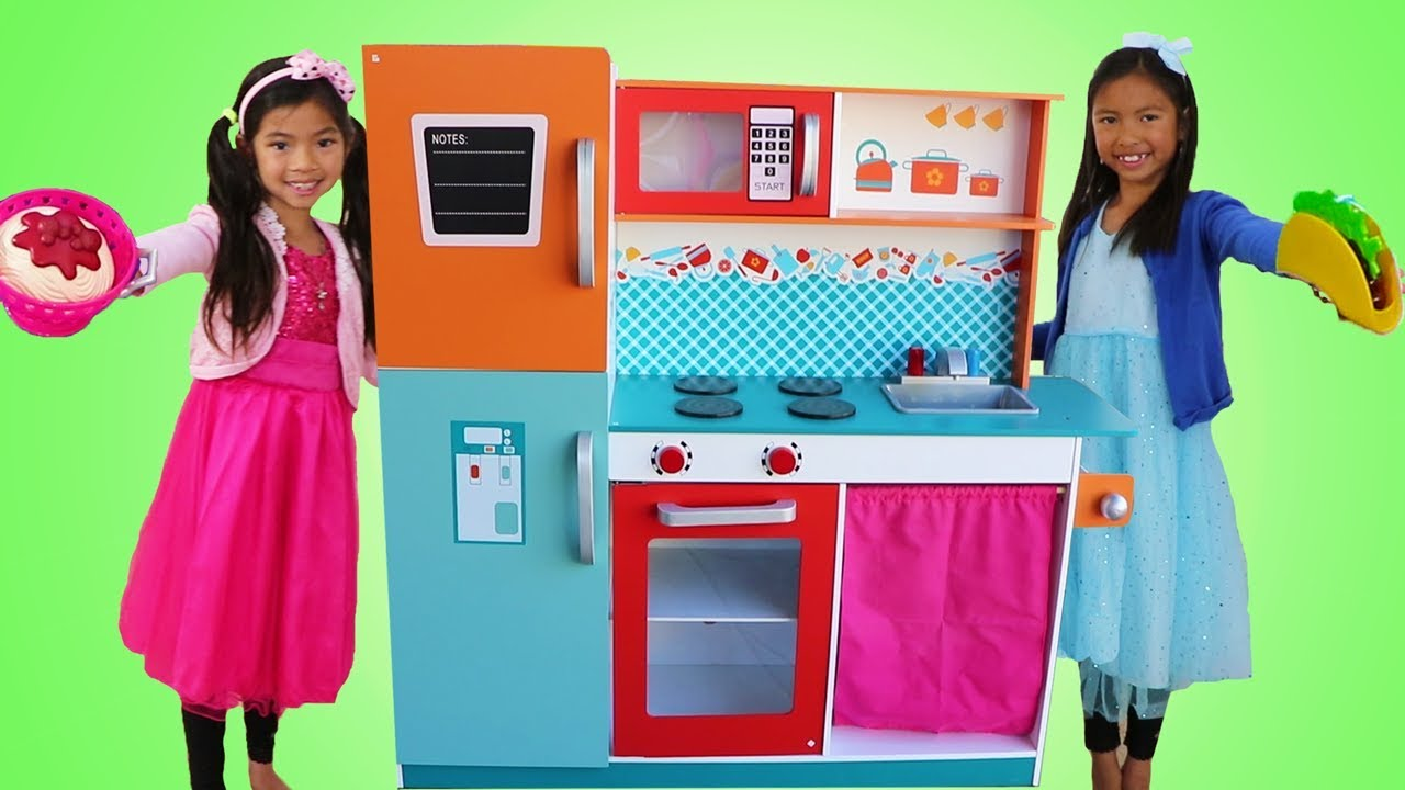 Emma Wendy Pretend Play COOKING Competition with Cute Giant Kitchen Toy - Emma & Wendy Pretend Play COOKING Competition with Cute Giant Kitchen Toy