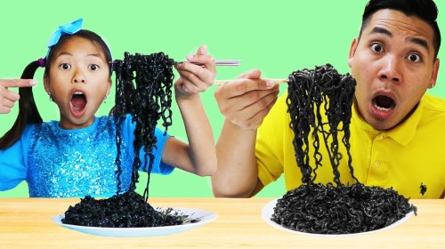 Wendy Pretend Play Wants to Eat Black Noodles - Wendy Pretend Play Wants to Eat Black Noodles