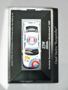 Herpa GmbH - 1-87 Motorsport Collection STW Deutsche Supertourenwagon-Meisterschaft 1998 - Opel Vectra Burgstaller - No. 3 - 04