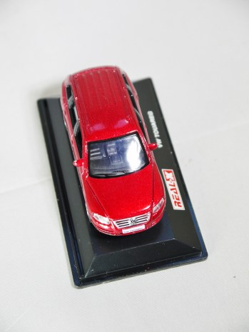 REAL-X COL 1-72 127 VOLKSWAGEN TOUAREG Drk Red 03