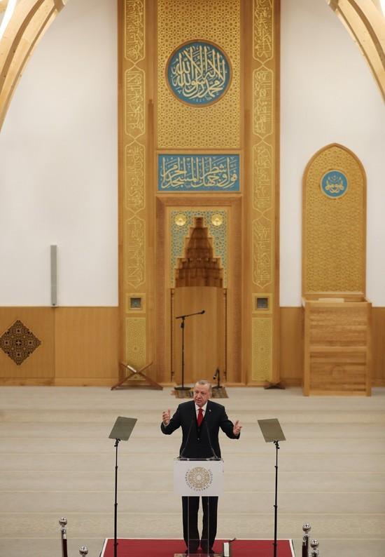 تعرف على المسجد المميز الذي افتتحه أردوغان اليوم في لندن (صور) 4