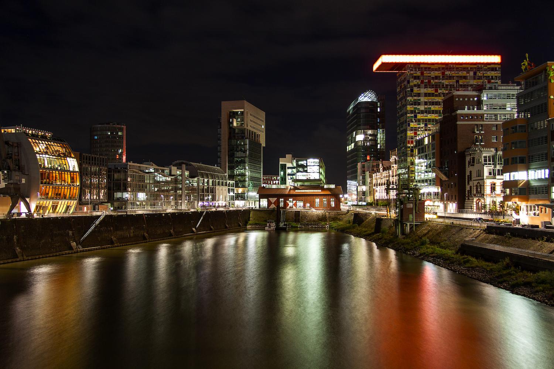 Düsseldorf Hafen bei Nacht tr4vel.de