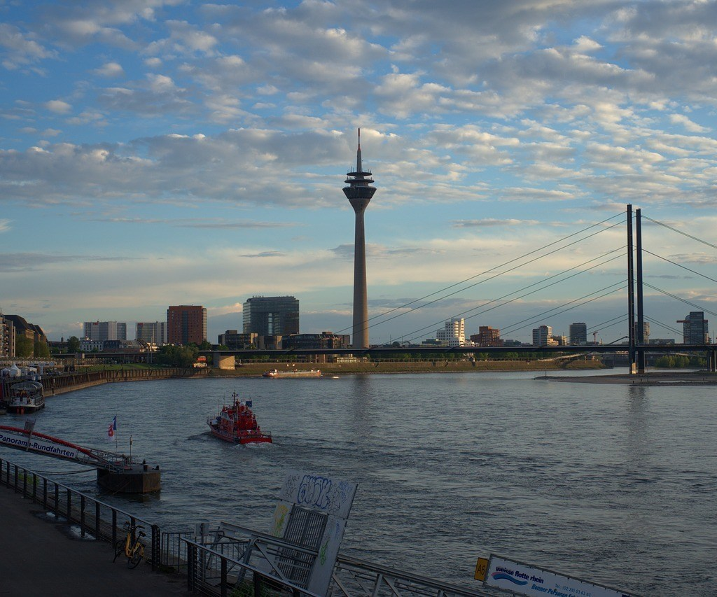Rhine Tower, Dusserdolf