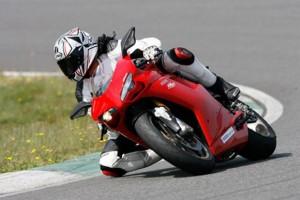 http://www.motoesporte.com.br/wp-content/uploads/2011/02/Ducati-1198S_2-300x200.jpg