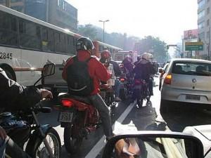 http://www.motoesporte.com.br/wp-content/uploads/2011/02/motoboys-300x225.jpg
