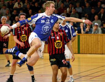 Atletas jogando handebol