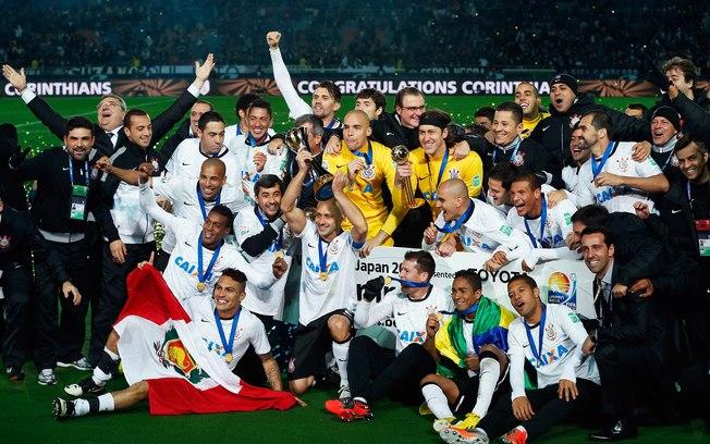 Corinthians comemora o Mundial de Clubes de 2012, conquistado após bater o Chelsea na final, no Japão