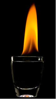 Álcool pegando fogo – reação de combustão