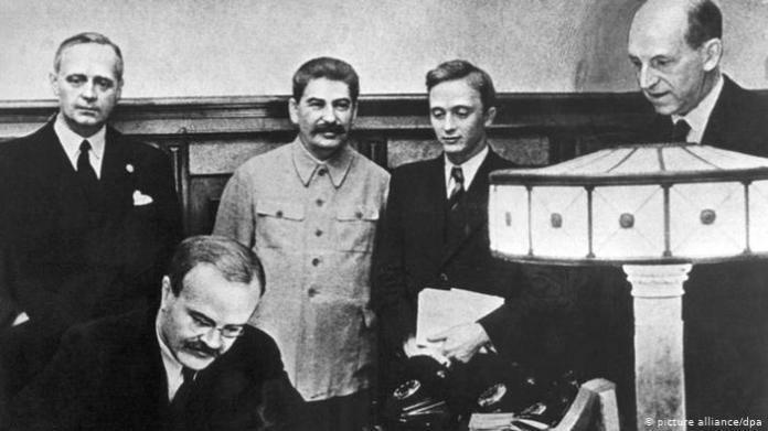 Assinatura do Pacto de Não-Agressão entre Alemanha e União Soviética