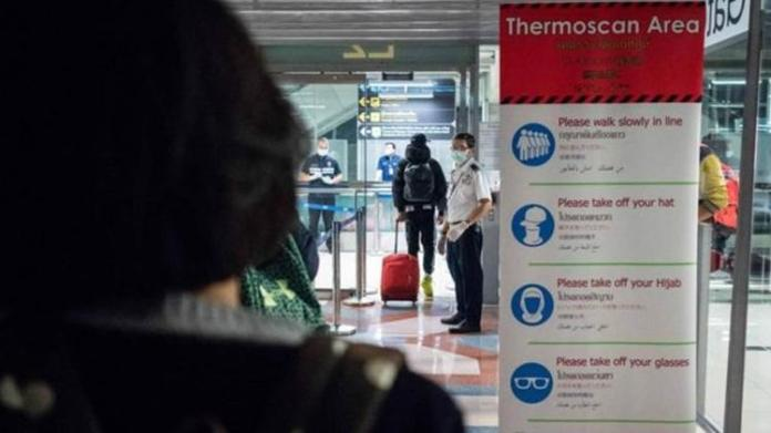 Escaneamento de temperaturas em aeroportos pode ajudar a detectar pessoas infectadas - GETTY IMAGES