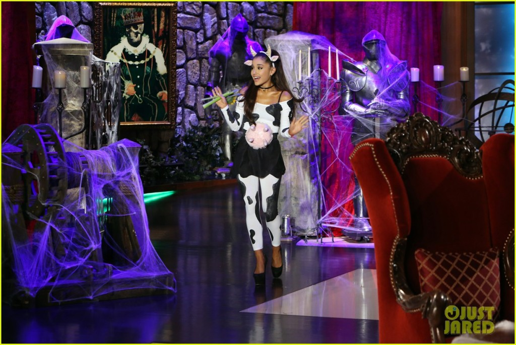 ariana-grande-dresses-as-a-sexy-cow-for-halloween-2015-02