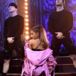 "Ariana Grande disponibiliza performance ao vivo de ""Greedy""; confira"