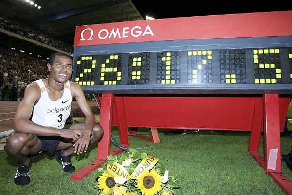 Joshua Cheptegei world record attempt - 10000m