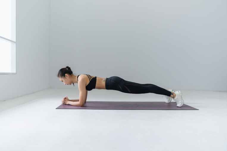 strength and conditioning for runners - Plank