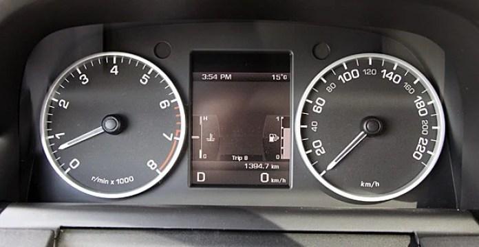 2011 Land Rover LR4 Review gauges