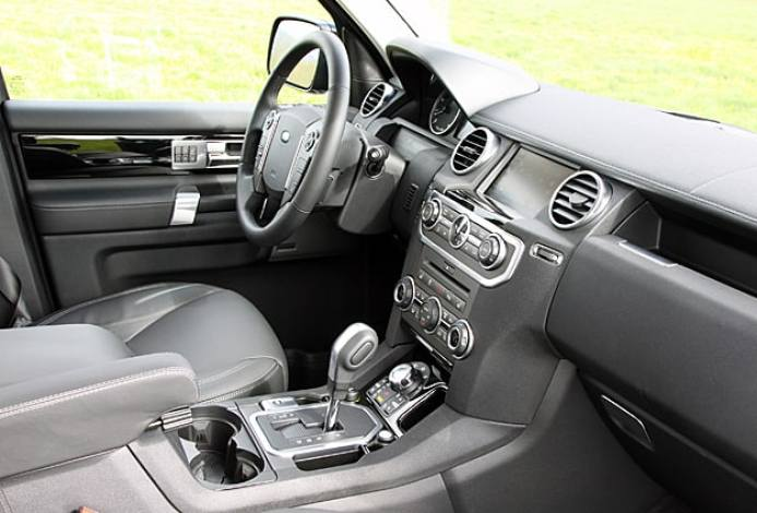 2011 Land Rover LR4 Review front interior