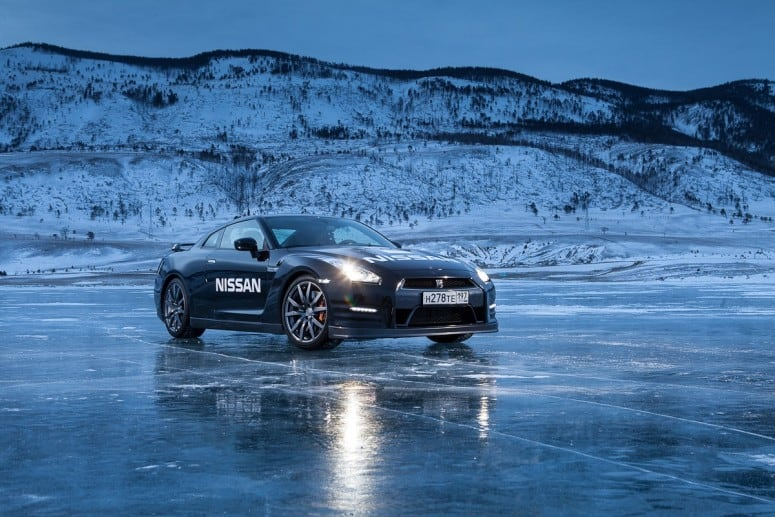 Nissan GT-R Breaks Speed Ice Driving Record