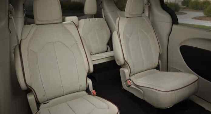 2017-chrysler-pacifica-rear-seats