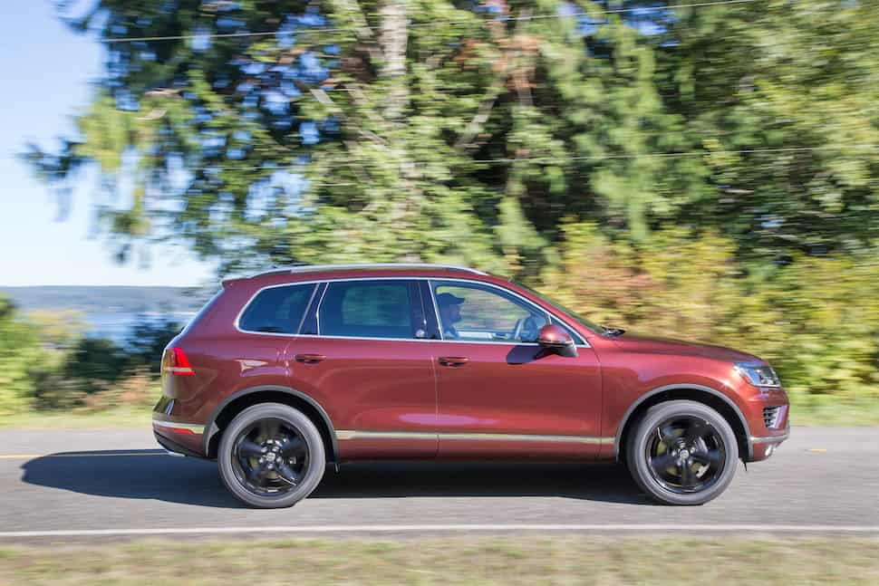2017 Volkswagen Touareg Review sideview rolling