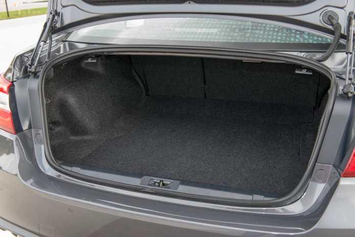 2018 Subaru Legacy Review trunk space