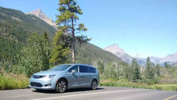 2017 Chrysler Pacifica Hybrid Review road trip