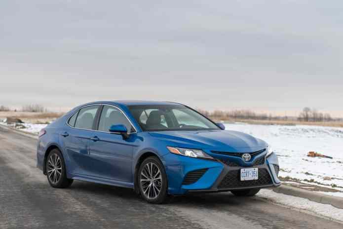 2018 Toyota Camry SE Review front