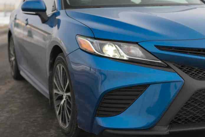2018 Toyota Camry SE Review headlight