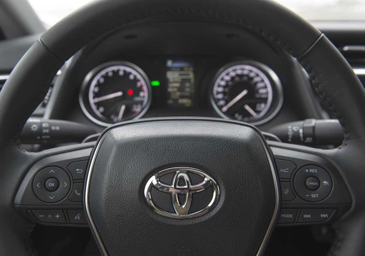 2018 Toyota Camry SE Review steering wheel and gauges
