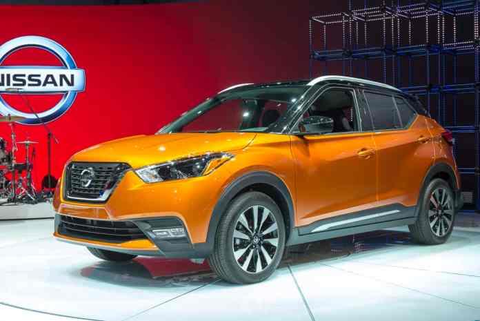 2019 nissan kicks orange front view