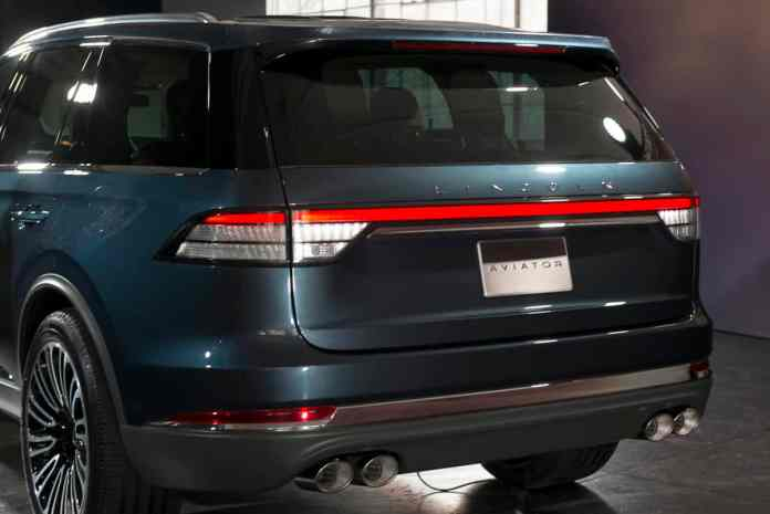 2019 Lincoln Aviator SUV first look (17 of 20)