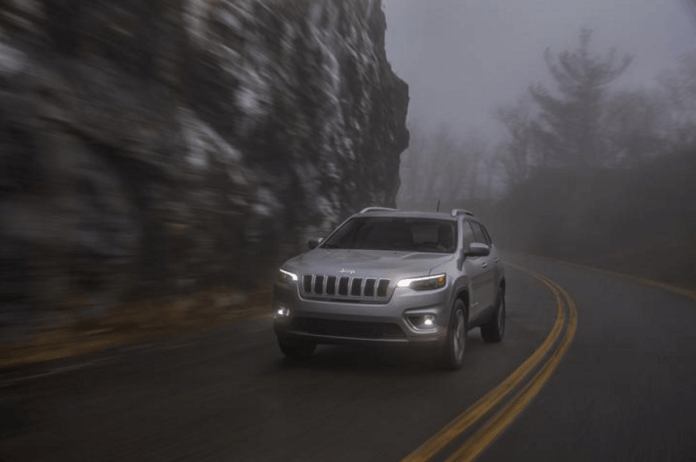 2019 jeep cherokee limited review front driving