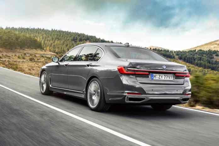 2020 BMW 7 Series rear rolling