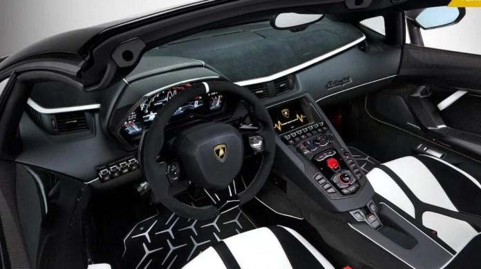 Lamborghini Aventador SVJ Roadster interior
