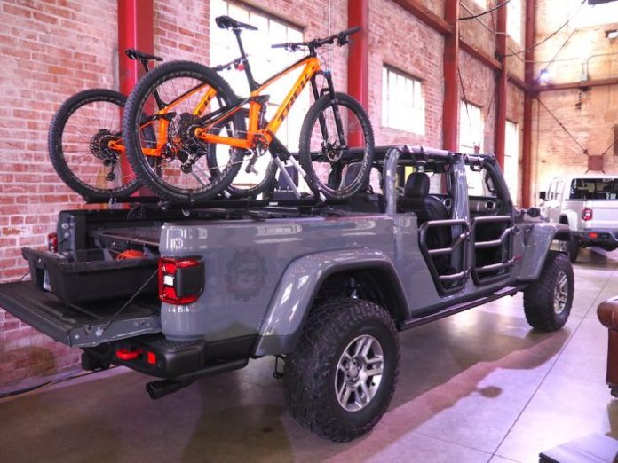 2020 jeep gladiator new truck rear bed with bike rack
