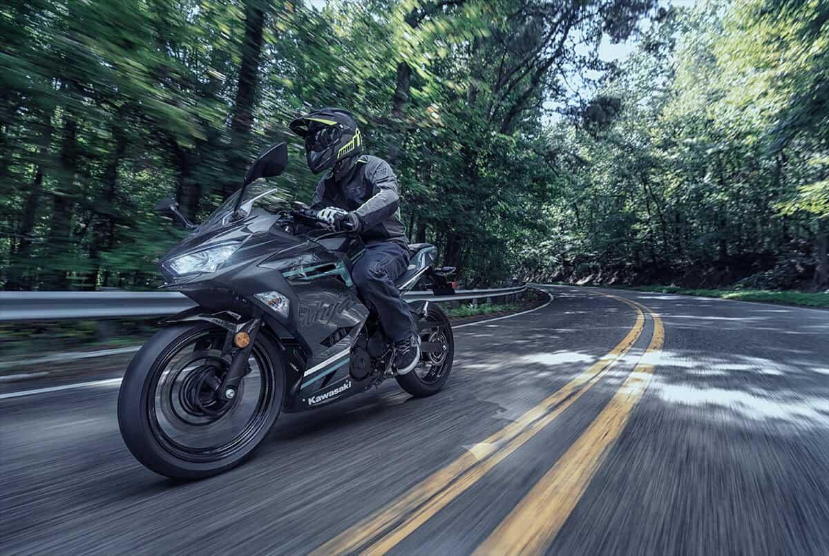 Kawasaki Ninja 400 5
