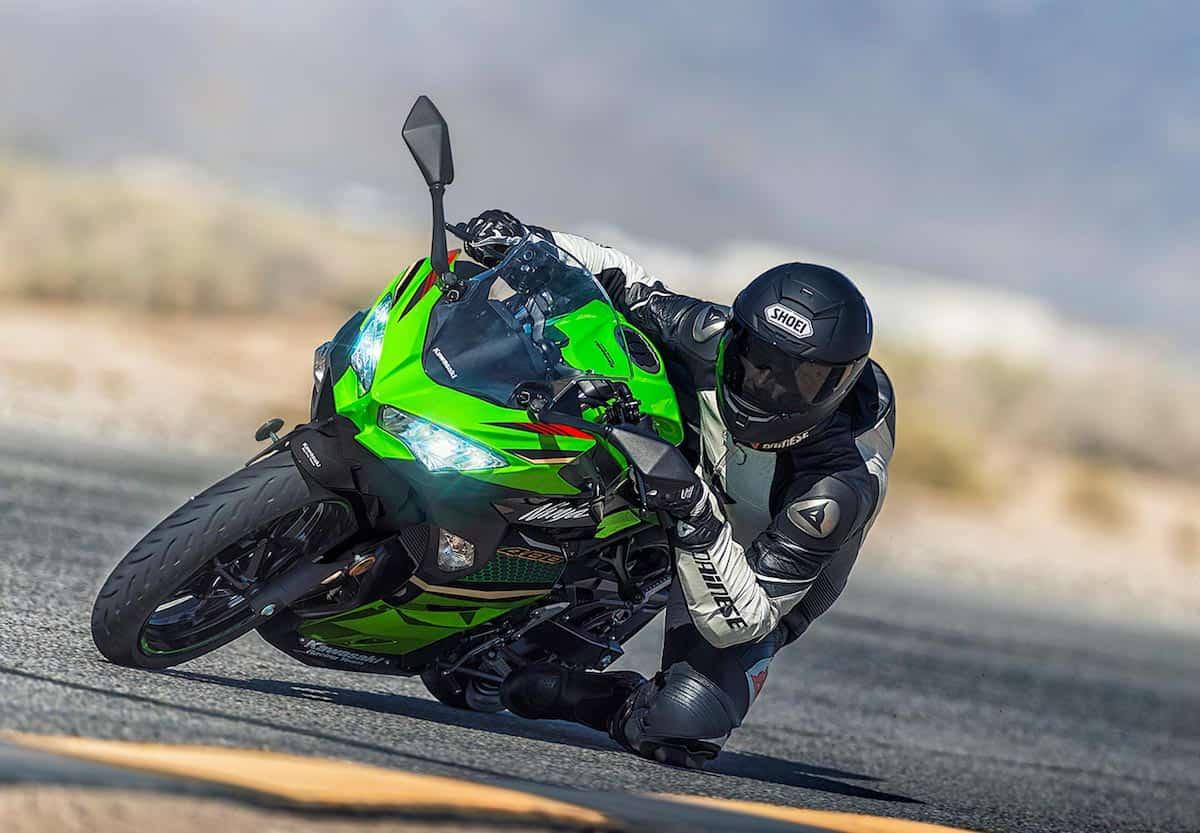 Kawasaki Ninja 400 riding