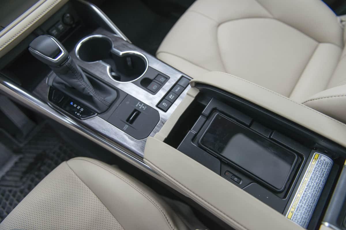 2020 Toyota Highlander Hybrid (12 of 18)