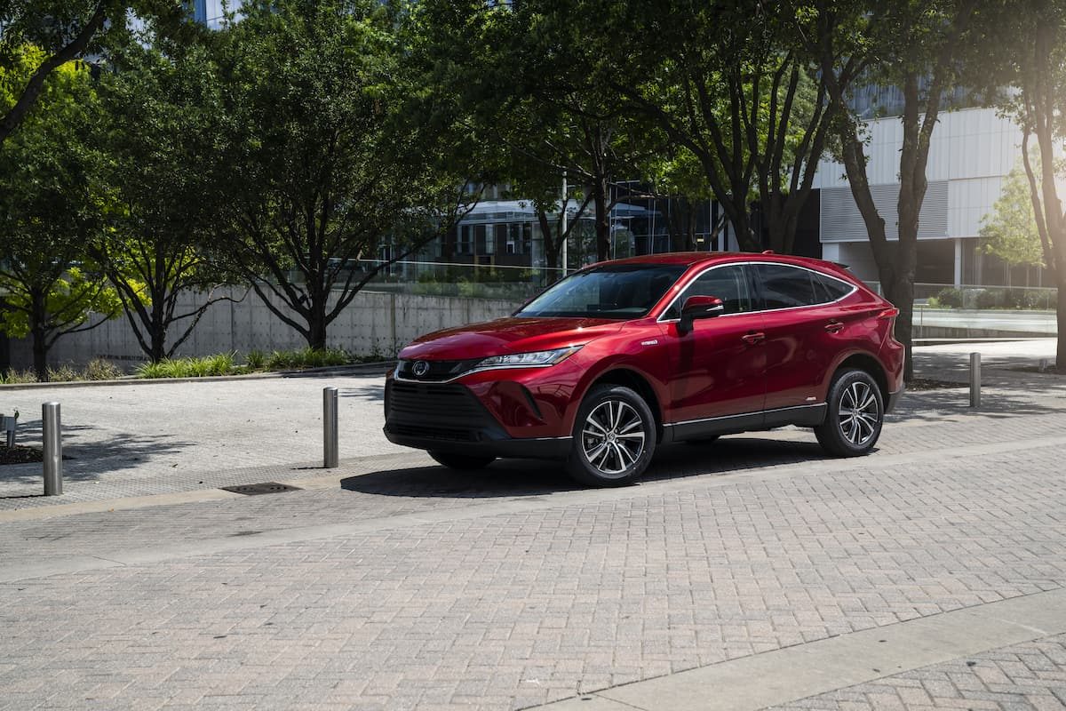 2021 Toyota Venza LE red front