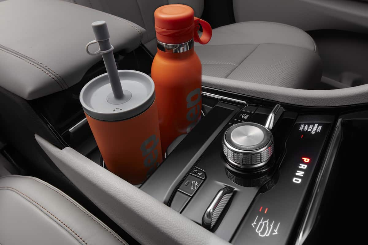 2021 Jeep® Grand Cherokee L new streamlined cup holders allow for more space and storage.