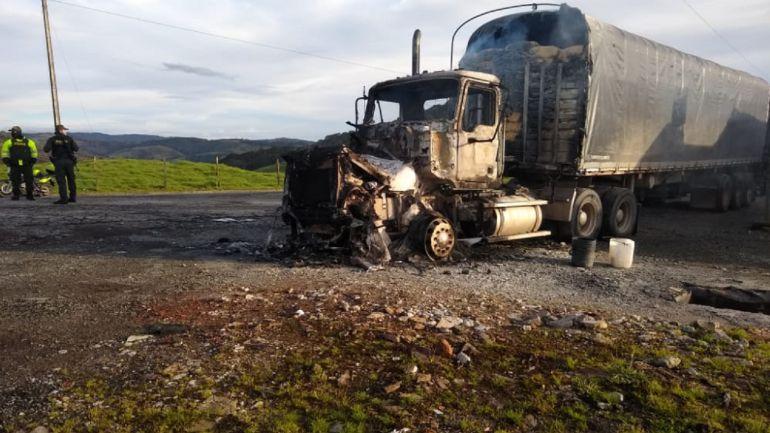 quemaron dos camiones