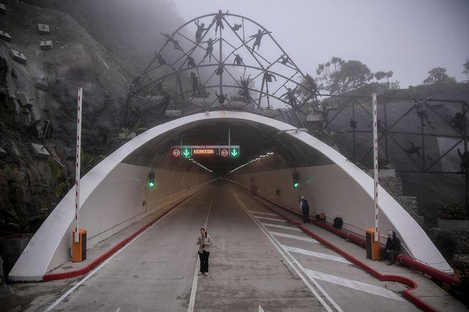 Túnel de la línea funciona