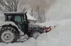 lamborghini enseveli sous la neige