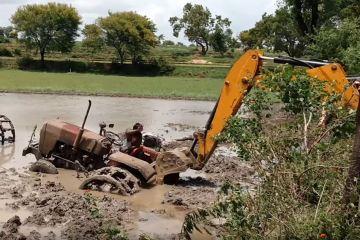 Comment sortir un tracteur de la boue