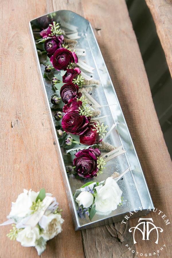 laura-and-david-wedding-details-classic-oaks-venue-wedding-reception-ideas-purple-tcu-flowers-justines-love-sign-rustic-tracy-autem-photography-0010