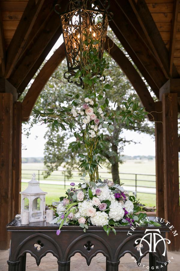 laura-and-david-wedding-details-classic-oaks-venue-wedding-reception-ideas-purple-tcu-flowers-justines-love-sign-rustic-tracy-autem-photography-0030