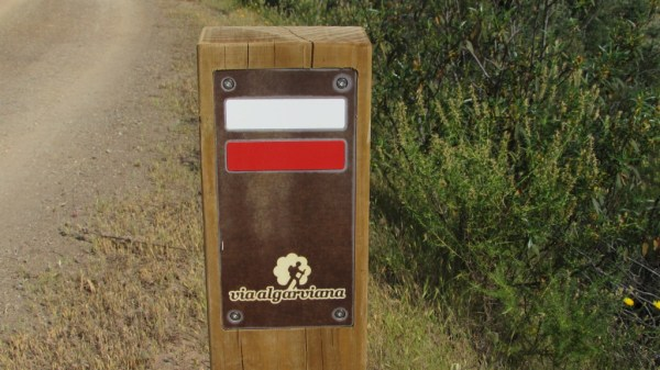 The Via Algarviana waymark (in GR colours)