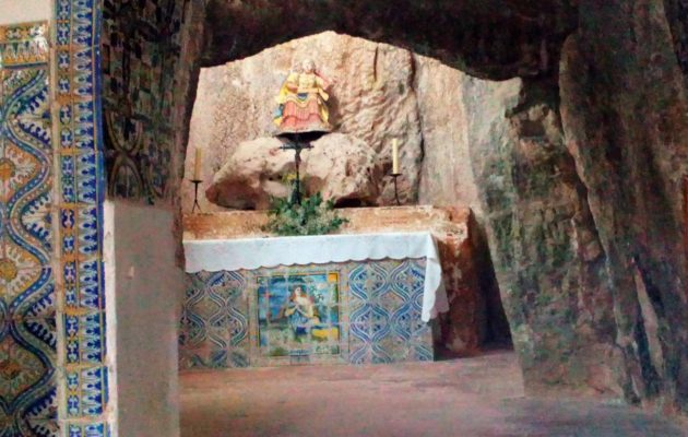 There is now a chapel inside the dolmen at St Mary Magdalene at Alcobertas.