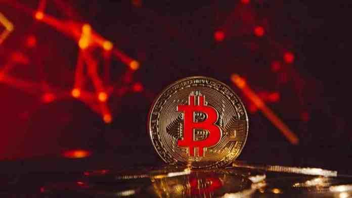 Bitcoin spadl pod 30 000 USD - Toto letní období patří k nejhorším v celé historii kryptoměn
